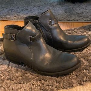 Born black leather zip ankle boot booties 8.5